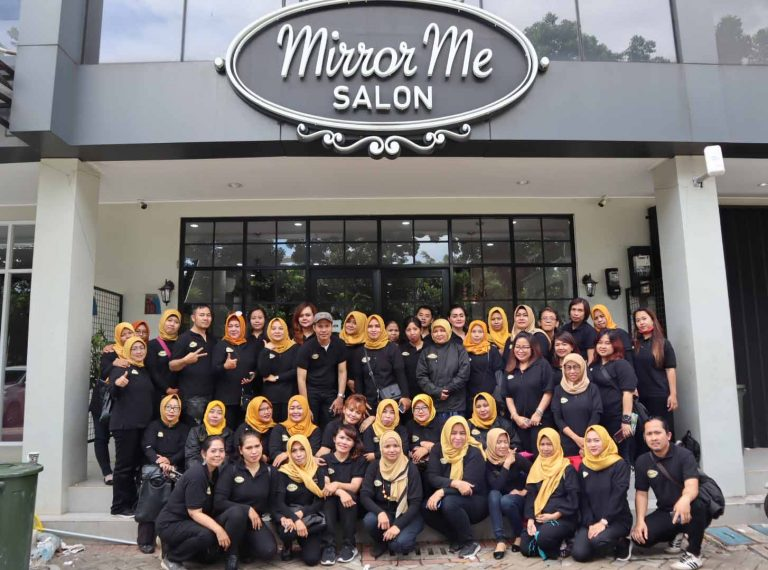 MirrorMe Salon